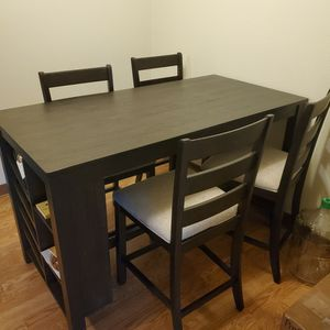 Dining table set light brown Counter height for Sale in Portland, OR