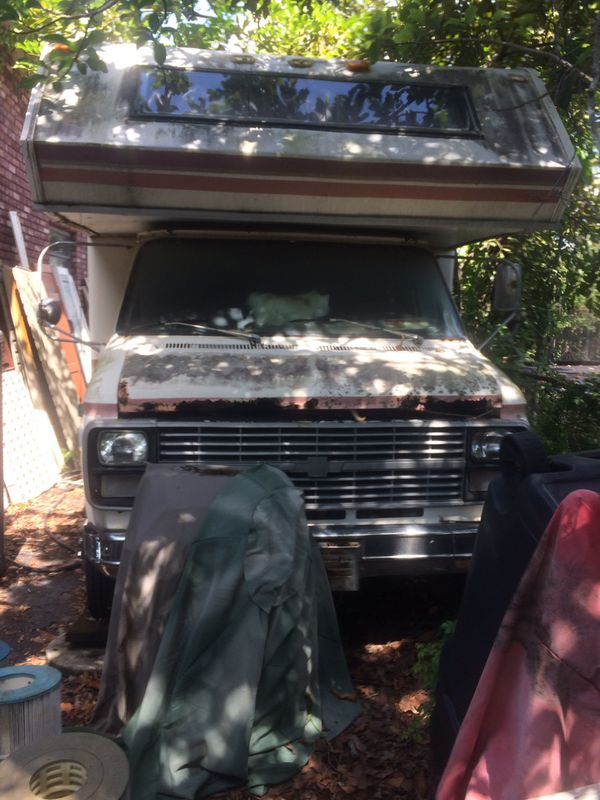 Camper on Chevy truck needs work