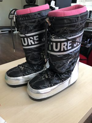 Juicy couture snow boots 9,5 for Sale in Willingboro, NJ