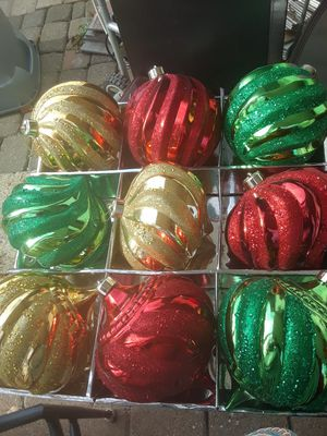 Tree X-mas Large Ornaments $25.00 cash only for Sale in Dallas, TX