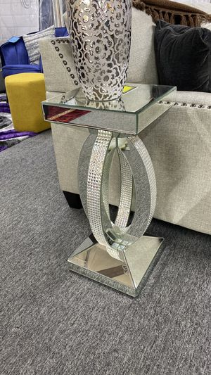 NEW AND TRENDING Mirrored End Tables with Jewels that Shine Bright MX6 for Sale in Euless, TX