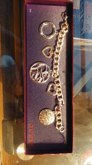 Guess Charm Bracelete for Sale in Fresno, CA