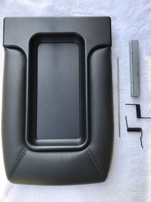 1999 to 2007 CENTER CONSOLE TOP LID COVER STORAGE ARMREST SILVERADO SIERRA TAHOE SUBURBAN for Sale in Anaheim, CA