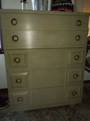 Vintage dresser 2 matching night stands and big hanging mirror for Sale in Cleveland, OH