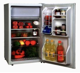Magic Chef 4.4 Cu Ft Refrigerator White for Sale in Tigard,  OR