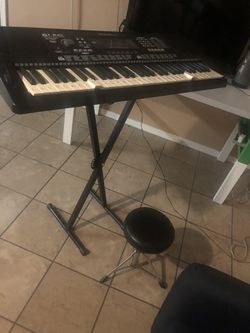 used electric piano very good condition with pedestal and bench and bag for Sale in Phoenix,  AZ