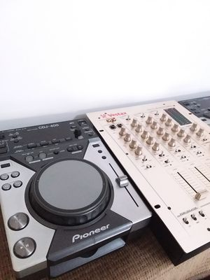 Pioneer CDJ-400 USB MP3 CD Digital Media Turntable Vestax PCV-275 mixer for Sale in Portland, OR