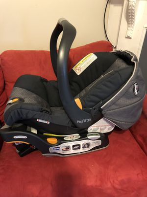 Infant car seat with 2 bases for Sale in Boston, MA