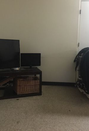 14 inch flat screen for Sale in Cleveland, OH