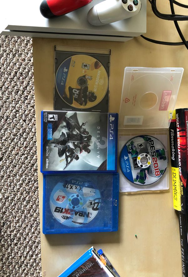 PlayStation 4 (White 500GB) 2 controllers with games and movies
