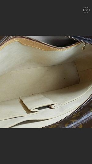 Aunt loui Vuitton monogram Gavin shoulder bag for Sale in Merced, CA