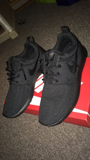 Nike Roshe Run shoes size 8 for Sale in Stamford, CT
