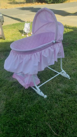Baby bassinet for Sale in Beaumont, CA
