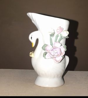 Cute Bird vase for Sale in Frederick, MD