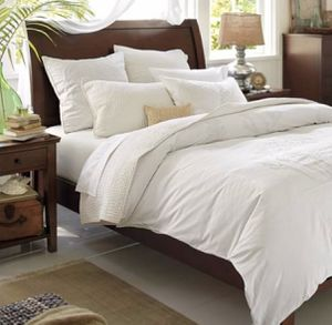 Pottery Barn queen bedroom set. Excellent gently used condition. Bedframe, long dresser, tall dresser, two nightstands and mirror. for Sale in Puyallup, WA