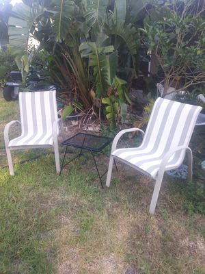 2 chairs and small table for Sale in Sanford, FL