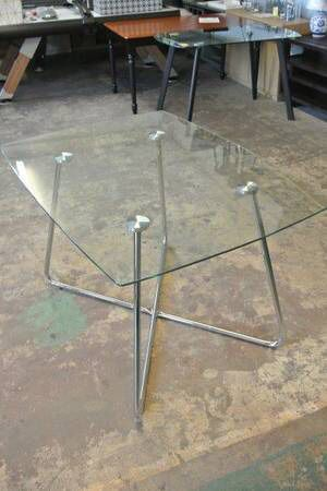 Mid Century Tempered Glass Modern Kitchen Dining Room Table for Sale in Mesa, AZ