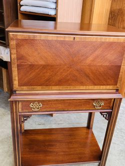 Beautiful Antique Lane Solid Mahogany Drop front Secretary Desk W/ Drawer for Sale in Mukilteo,  WA