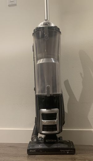 Shark Navigator dlx Vacuum cleaner with HEPA filter. for Sale in Los Angeles, CA