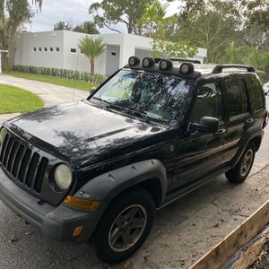 2005 Jeep liberty Renegade 4WD for Sale in Sarasota, FL