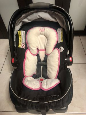 GRACO CAR SEAT / INFANT CAR SEAT / BABY CAR SEAT EXPIRES JANUARY 2022 for Sale in Hialeah, FL