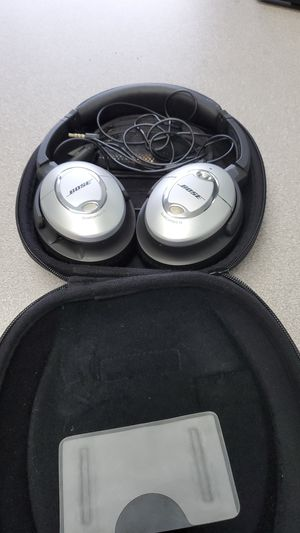 Bose quiet comfort 15 acoustic noise cancelling wired headphones for Sale in UPPR Saint CLAIR, PA