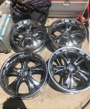 Rims 20's chrome 5 lugs for Sale in Rancho Cucamonga, CA