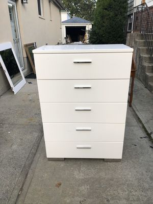 Chest and mirror for Sale in Queens, NY