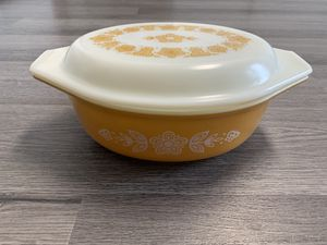 Vintage Pyrex oval casserole dish with lid 1 1/2qt for Sale in Lancaster, OH
