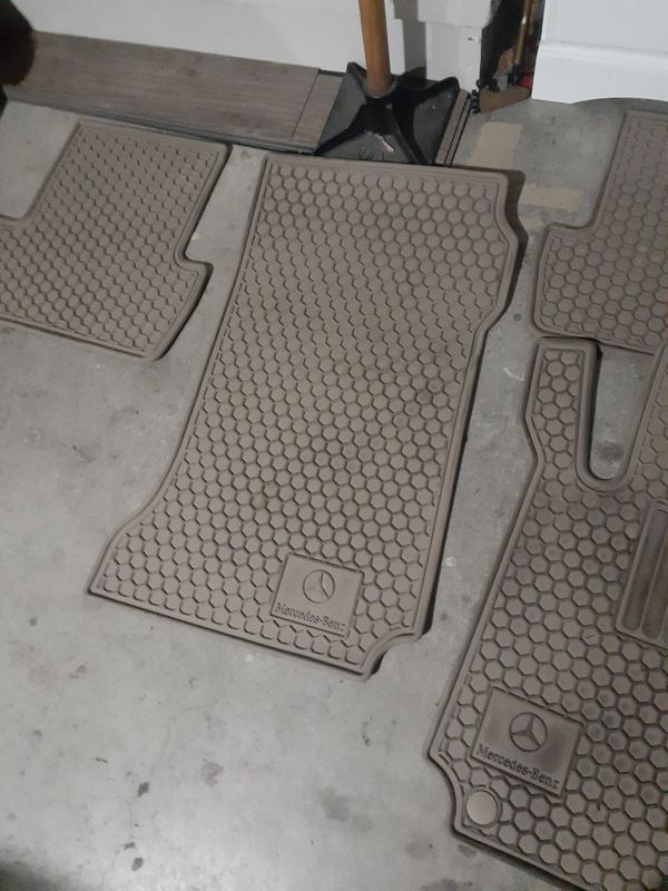 2008 - 2011 c300 Mercedes Benz floor mats. Set of 4