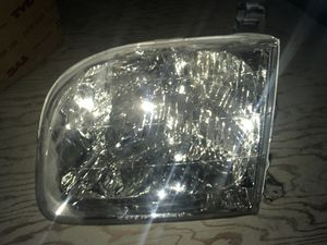 NEW Aftmkt 01-05 Toyota Sequoia Drivers Headlamp for Sale in Portland, OR