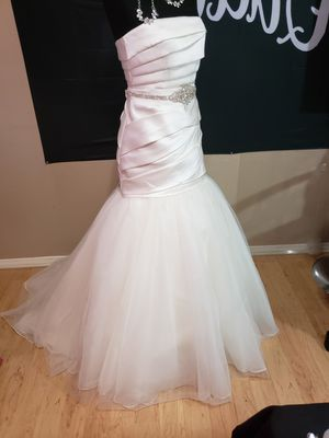 **New Vera Wang Ivory Strapless wedding dress for Sale in Salado, TX