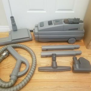 NEW cond ELECTROLUX LUX LAGACY MODEL VACUUM WITH COMPLETE ATTACHMENTS, ACCESSORIES, AMAZING POWER SUCTION, WORKS EXCELLENT, for Sale in Auburn, WA