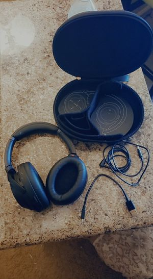 Sony WH-100XM3 WIRELESS NOISE CANCELLING HEADPHONES for Sale in Las Vegas, NV
