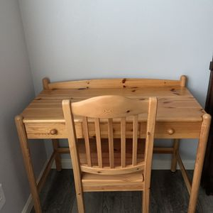 "Natural Wood Finish Desk With Chair !!! 19"" D 29"" H 38"" W for Sale in Vancouver, WA"