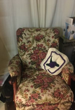 Antique solid cherry rocker for Sale in Chillum, MD