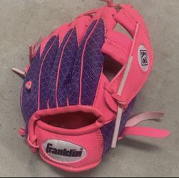 Girls Franklin pink and purple right handed baseball glove for Sale in San Diego,  CA