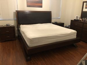 Belcourt cherry King bedroom set with Chest for Sale in Miami, FL