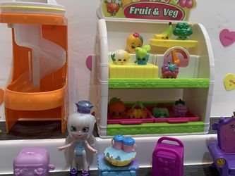 SHOPKINS FRUIT & VEG STAND ! 13 SHOPKINS , 1 Doll, Royal Chair, Dresser Stand, 2 Containers. Trays And Yellow Basket Is Removable , Scale Moves for Sale in Modesto,  CA
