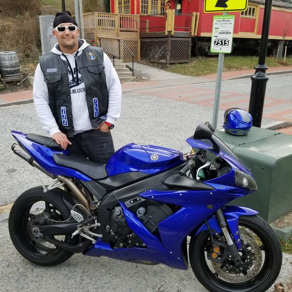 Yamaha R1 2005 runs strong and fast ready to ride lots of upgrades