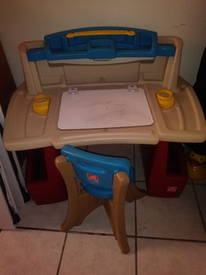 Kids desk for Sale in Gardena, CA