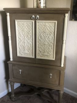 Armoire Vintage for Sale in Washougal,  WA