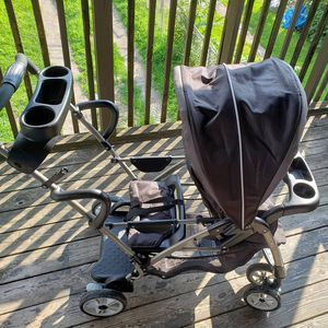 Graco sit and stand double stroller for Sale in Yeadon, PA