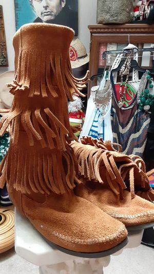Minnetonka fringe boots (10) for Sale in Overland Park, KS