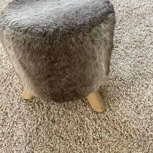Free Faux Fur Stool for Sale in Lake Elsinore, CA