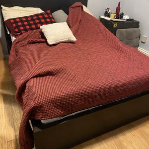 Full Size Bed Frame With Slats for Sale in Levittown, NY