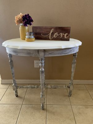 Oval accent table for Sale in Cape Coral, FL