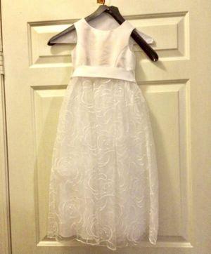 Girl white dress size 4 for Sale in Redmond, WA