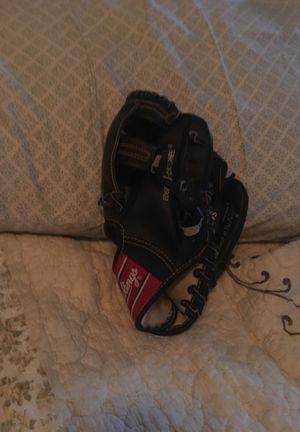 Baseball glove for Sale in Goodyear, AZ