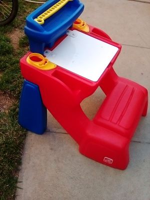 Kids desk with maker holders and storage. for Sale in Riverside, CA